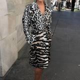 Schlangen, Leoparden und Tiger: Auf dem Trenchcoat von Cheryl Cole treffen gleich mehrere Tierfellmuster aufeinander.