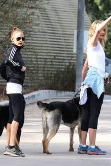 Nicole Richie und Cameron Diaz treffen sich in Hollywood, um mit ihren Hunden im Runyon Canyon Park Gassi zu gehen.