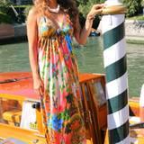Die Moderatorin Karen Webb kommt auf den Filmfestspielen von Venedig an - traditionell mit einem Wassertaxi.