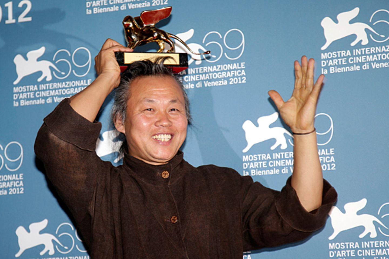 """Der südkoreanische Regisseur Kim Ki-duk gewinnt den """"Goldenen Löwen"""" für seinen Film """"Pieta""""."""