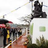 """Prinz William und Herzogin Catherine weihen die """"Commonwealth Street"""" ein, auf der sich das Denkmal für die im Zweiten Weltkrieg"""