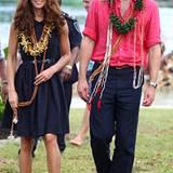 Barfuß kommt das Herzogpaar auf der Salomon-Insel Tavanipupu an ...