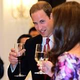 Willam und Catherine lassen den Abend bei einem Glas Wein ausklingen.