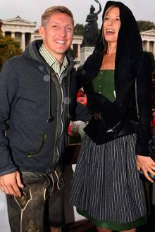 Der FC Bayern München besucht auch in diesem Jahr wieder geschlossen die Wiesn: Bastian Schweinsteiger und seine Freundin Sarah