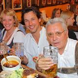 Prost: Regisseur Sönke Wortmann, Produzentin Viola Jäger sowie die Schauspieler Florian David Fitz und Henry Hübchen lassen sich