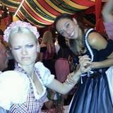 Lilly Becker twitter fleißig vom Oktoberfest. Anscheinend hat Franziska Knuppe zu tief ins Glas geguckt.