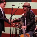 Bereits im Februar, als Mitt Romney noch gar nicht als Präsidentschaftskandidat der Republikaner feststand, tritt Kid Rock auf e