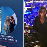 """Auch """"Die Nanny"""" Fran Drescher ist bei den Demokraten zu Gast und lässt sich sogar mit Fans fotografieren."""