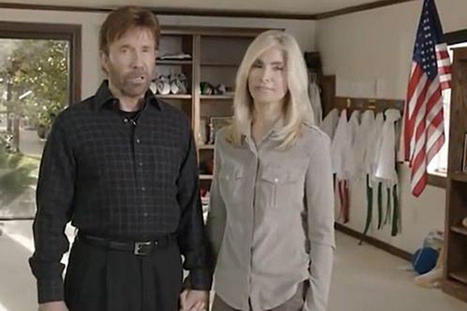 Auch Chuck Norris und seine Frau machen Wahlwerbung für die Republikaner. In einem Video warnt Norris vor einer Wiederwahl Obama