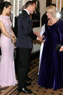 Rachel Weisz und Daniel Craig begrüßen Herzogin Camilla ...