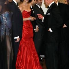 ... und Prinz Charles hält einen Plausch mit Naomie Harris, Ralph Fiennes und Berencie Marlohe.