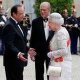 Juni 2014  Das erste Mal seit 2011 sind Queen Elizabeth und Prinz Philip wieder auf einem mehrtätigem Staatsbesuch. In Frankreich werden sie zu einem Staatsbankett von Präsident François Hollande im Elysee Palast willkommen geheißen. Außerdem nehmen die beiden - gemeinsam mit anderen Staatsgästen - an den Feierlichkeiten zum D-Day-Jubiläum teil.