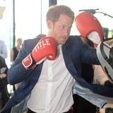 """Immer fest drauf! Harry boxt sich sich - wenn es für den guten Zweck der """"Heads Together""""-Kampagne ist - auch mal durch."""