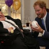 """Prinz Harry ist zu Besuch im Dorchester Hotel, bei den jährlichen """"WellChild Awards"""", um dort den Preis für das inspirierendste Kind zu überreichen."""