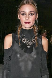 Selbst It-Girl und Model Olivia Palermo unterläuft hin und wieder ein Fashion-Malheur. Unter ihrem schwarzen Strickkleid zeichnen sich im Blitzlicht nämlich ganz eindeutig die Nippelkleber ab.