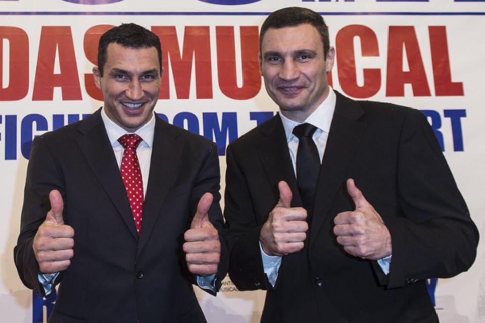 """Vitali und Wladimir Klitschko brachten das """"Rocky"""" zusammen mit Stage-Entertainment und Co-Produzehnt Sylvetser Stallone nach Ha"""