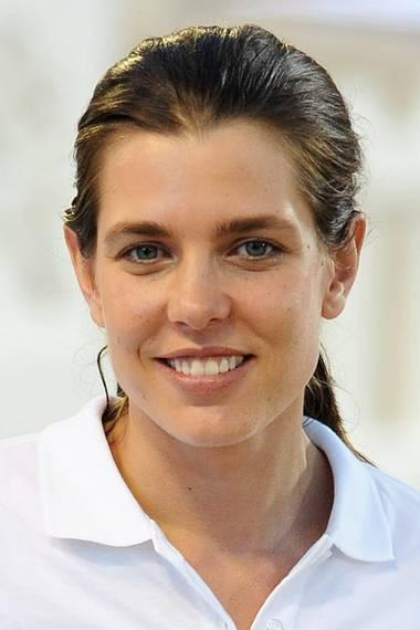 Natürlich schön! Es ist wirklich erstaunlich, wie jung Charlotte Casiraghi, die im August 2016 30 Jahre alt wird, ohne Make-up aussieht. Ganz ungeschminkt zeigte sie sich bei einem Reitturnier in Monaco.