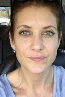 Dr. Adison Montgomery alias Kate Walsh zeigt sich in einem Video auf Instagram ganz ohne Make-up. Die 48-jährige Schauspielerin beweist, dass man sich für ein paar kleine Falten nicht zu schämen braucht - ganz im Gegenteil! Eine willkommene Abwechslung zu so manch einer ihrer Kolleginnen in Hollywood.