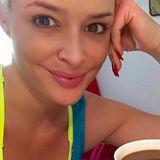 Daniela Katzenberger zeigt sich ihren Fans natürlich ungeschminkt im Sportoutfit mit ihrem Morgenkaffee. Die Katze kann sich auch ohne Make-up gut sehen lassen!