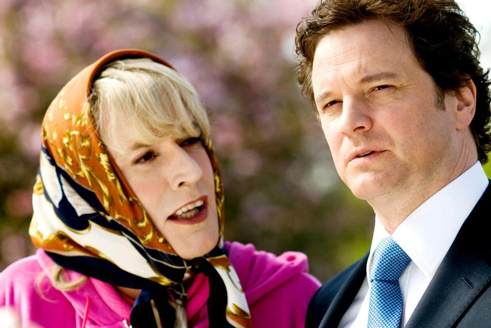 """Hätten Sie ihn erkannt? Mit blonden Haaren und Kopftuch ist Rupert Everett 2009 in """"St. Trinian's"""" an der Seite von Colin Firth"""