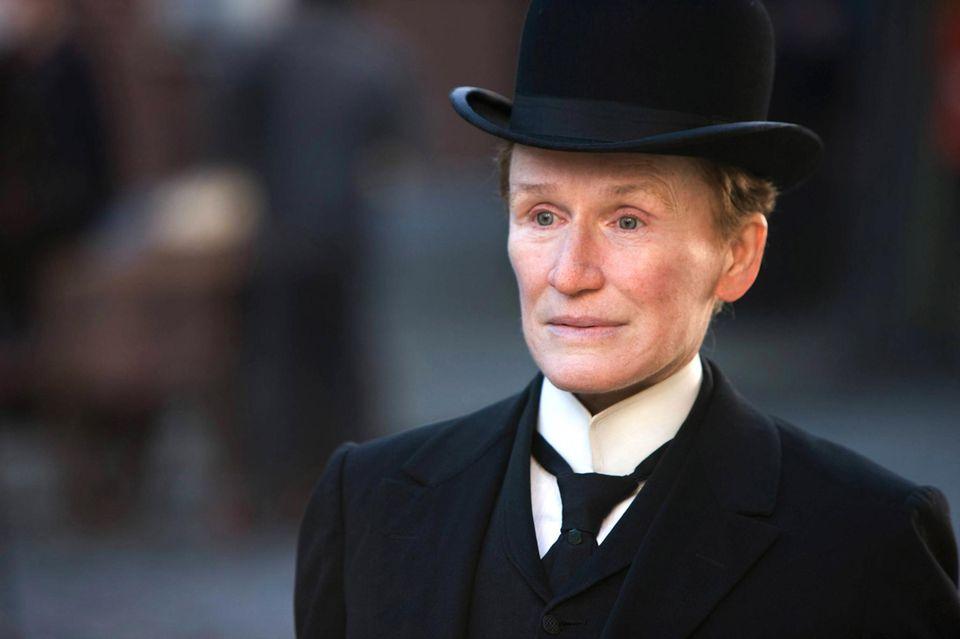"""In ihrem neuen Film """"Albert Nobbs"""" (2011) stellt Glenn Close unter Beweis, dass auch Frauen überzeugend eine Männerrolle spielen"""
