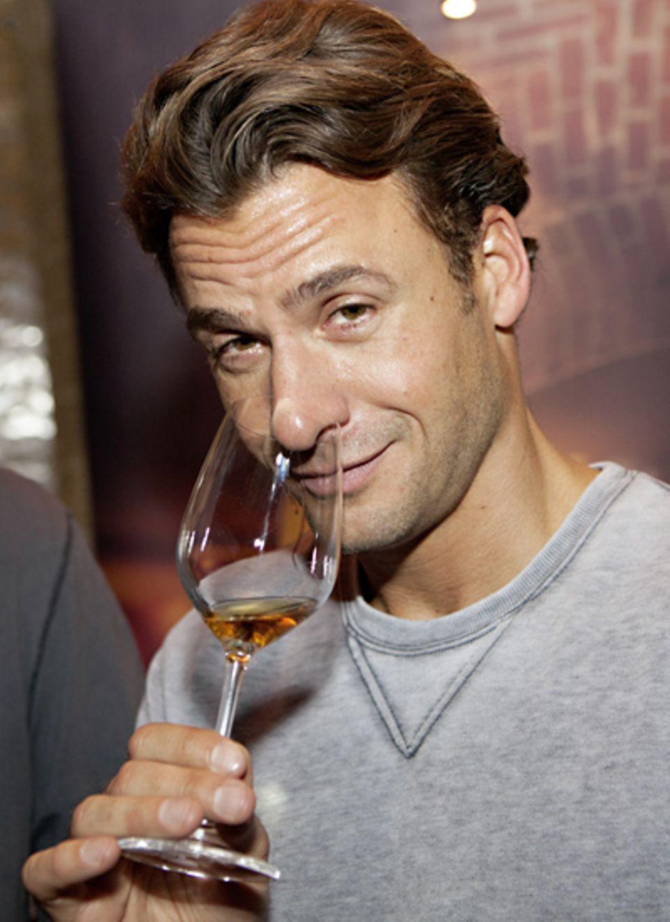 Stephan Luca probiert schon mal den Fruchtbrand.