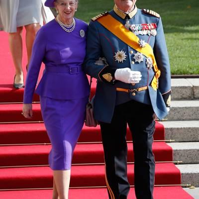 Die Adelsgäste aus Europa treffen ein: Königin Margrethe und Prinz Henrik von Dänemark.