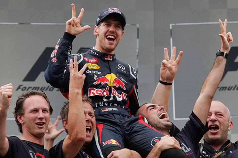 25. November 2012: Er ist der jüngste, dreifache Formel-1-Weltmeister aller Zeiten: In einem spannenden Regenrennen im brasilian