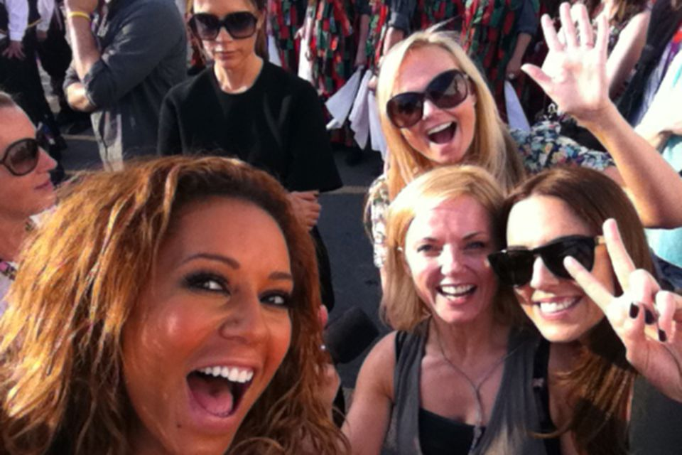 """Noch ein Gruß von den Olympischen Spielen: Mel B twittert dieses Foto der """"Spice Girls"""", das sie bei den Proben für die Abschlus"""