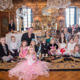 22. Februar 2016  Prinzessin Leonore ist eine rosa Fee. Die 2-Jährige gefällt der Besuch. So kann sie mit allen spielen.