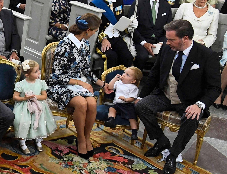 """9. September 2016  Leonore hat """"Kaninen"""" und Nicolas scheint auch etwas Tolles bekommen zu haben."""