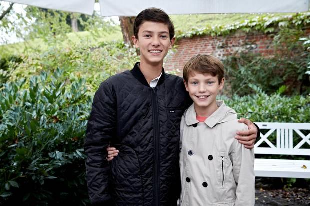 """Prinz Nikolai und Prinz Felix, die beiden Söhne von Prinz Joachim von Dänemark, nehmen im August 2014 in Kopenhagen am """"Ecco Walkathon"""" teil. Und natürlich gibt es vorher einen Fototermin für die ältesten Enkel von Königin Margrethe."""