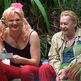 Die beiden verstehen sich prächtig: Olivia Jones übernimmt von Tag 1 an die Rolle der Camp-Mutti und kümmert sich unter anderem