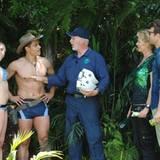 """Bei ihrer zweiten Dschungelprüfung darf Georgina mit Silva Gonzalez antreten. """"Dr. Bob"""" erklärt die Regeln."""