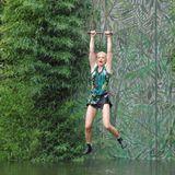 """Olivia Jones und die anderen drei VIP-Camper müssen sich bei der Dschungelprüfung mit einer Liane über ein See schwingen. Alle Infos zu """"Ich bin ein Star - Holt mich hier raus!"""" im Special bei RTL.de: http://www.rtl.de/cms/sendungen/ich-bin-ein-star.html"""