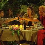 """Nach ihren Dschungelprüfungen genießen Joey, Claude und Olivia am Abend ihr Luxus-Dinner. Alle Infos zu """"Ich bin ein Star - Holt mich hier raus!"""" im Special bei RTL.de: http://www.rtl.de/cms/sendungen/ich-bin-ein-star.html"""