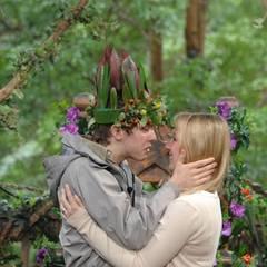 """Die Überraschung ist gelungen: überglücklich umarmt Joey seine Freundin Jacky. Alle Infos zu """"Ich bin ein Star - Holt mich hier raus!"""" im Special bei RTL.de: http://www.rtl.de/cms/sendungen/ich-bin-ein-star.html"""