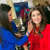 GALA-Event: GNTM-Star Marie Nasemann lässt sich beim Brush-up von Maybelline noch verschönern.