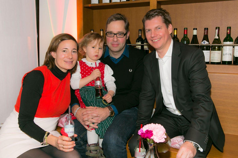 """GALA-Event: Verlagsleiter Nils Oberschelp (r.) und """"11 Freunde""""-Chefredakteur Philipp Köster mit seiner Familie"""