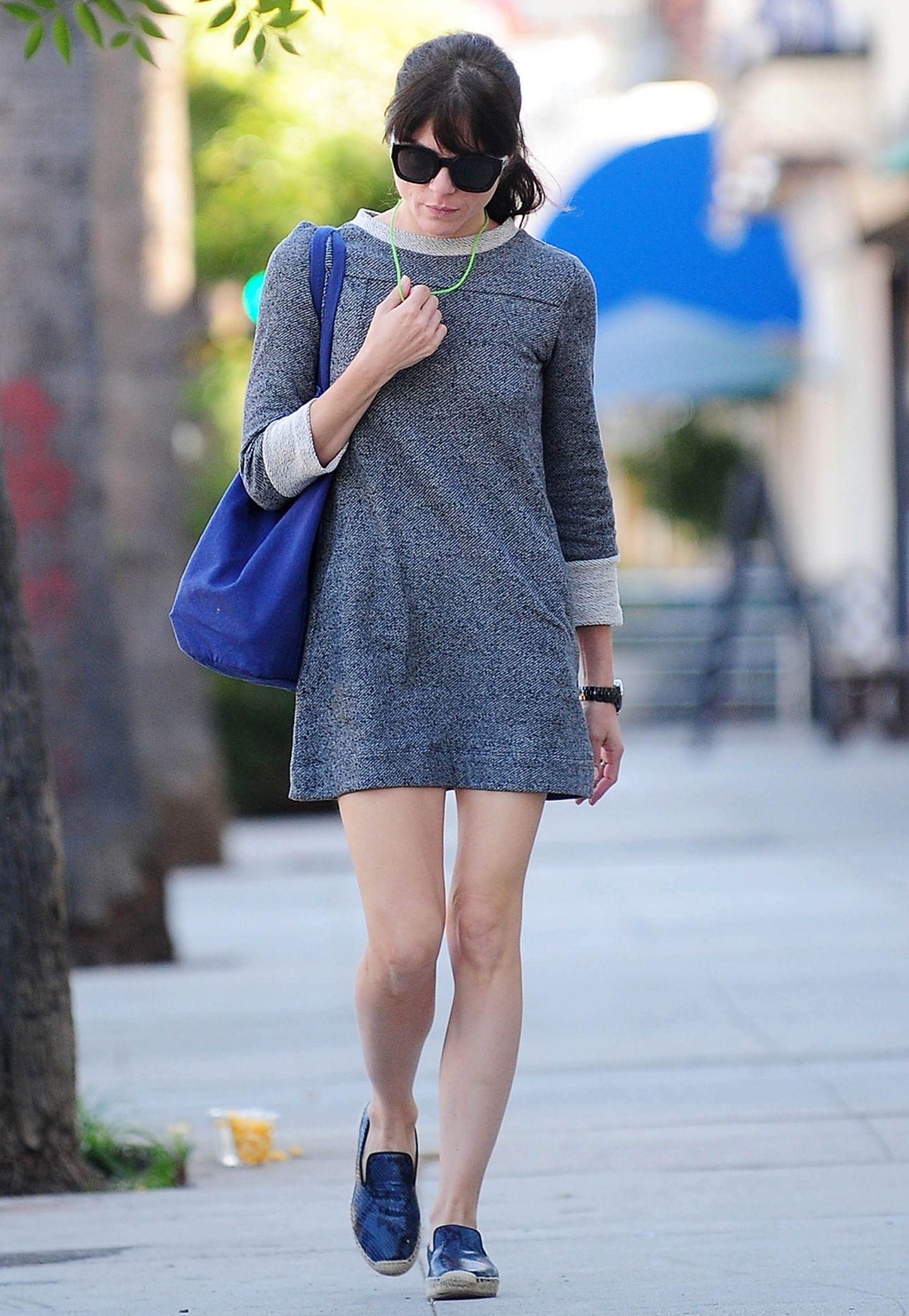 Selma Blair nimmt man gerne ab, dass sie sich in ihrer Freizeit gerne in gemütliche Outfits begibt. Damit beweist die 42-Jährige Schauspielerin, dass stylishe Looks sehr komfortabel sein können!