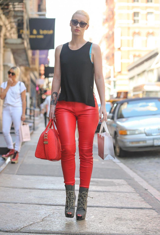 Würde mit diesem Outfit auch auf jeder Bühne einen glänzenden Auftritt hinlegen: Musikerin Iggy Azalea.