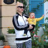 Gwen Stefanis sportlich ausgefallener Style ist immer wieder spannend: Mit schwarz-weißer Trainingsjacke und wildgemusterter Legging ist gar nicht mehr Söhnchen Apollo der alleinige Blickfang.