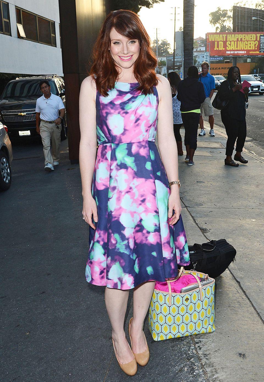 Sommerlich, frisch und weiblich ist das Print-Kleid von Bryce Dallas Howard.