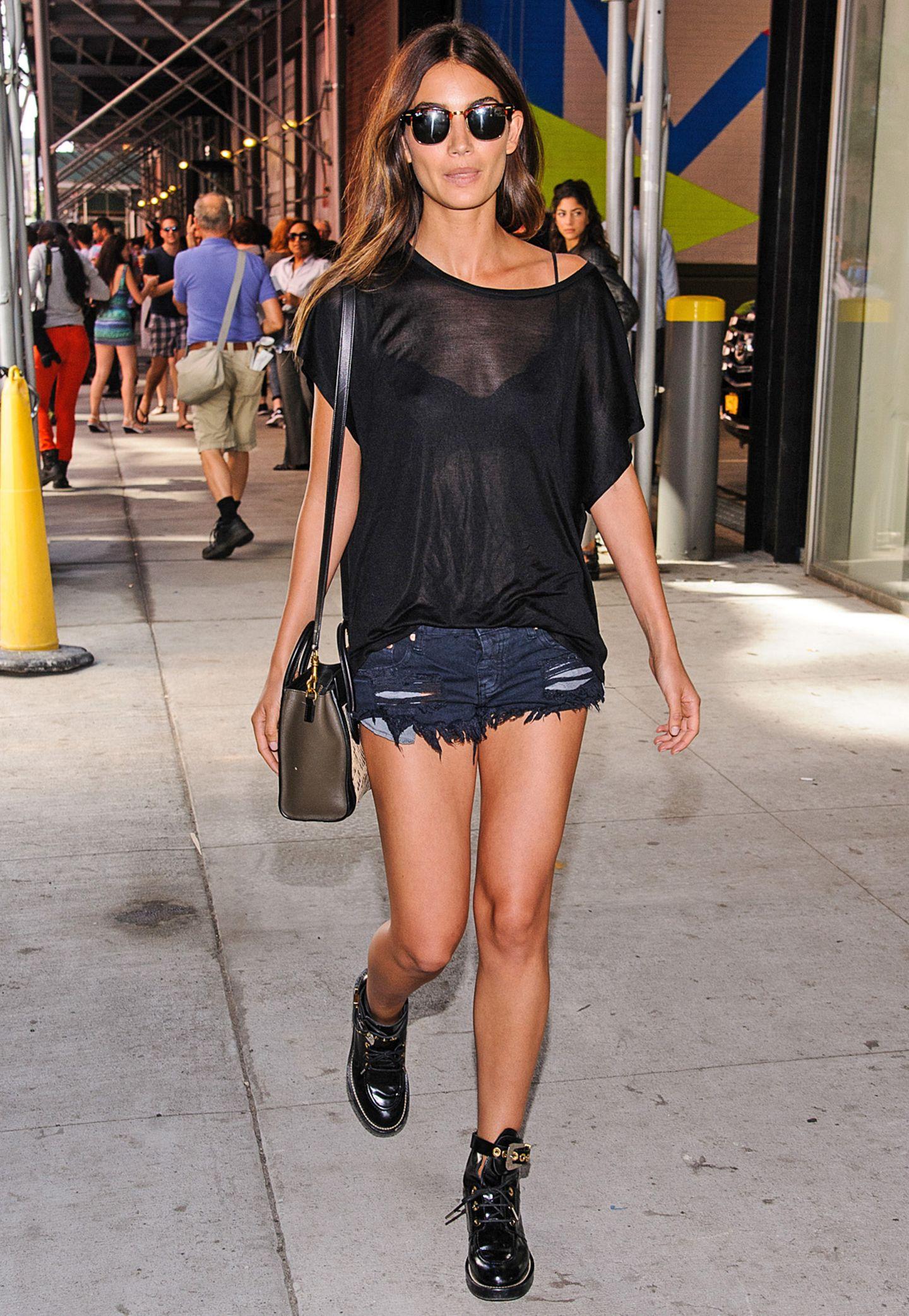 Der Evergreen: Ein paar Shorts zu langen, schlanken Beinen ist für Stars wie Lily Aldridge ein Dauerbrenner in Sachen Styling.