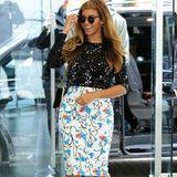 Mit diesem Outfit beweist Sängerin Beyoncé ihr ausgezeichnetes Stilgespür, denn zwei völlig verschiedene Muster zu kombinieren erweist Mut und einen guten Modegeschmack.