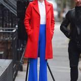 """Colour-Blocking ist auch bei Topmodel Coco Rocha angesagt: Im leuchtenden Retro-Outfit dreht sie in New York ihre eigene TV-Shoe """"The Face""""."""