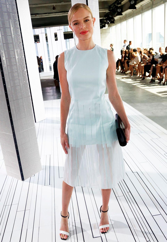 """Gut erzogen: Als Dauergast auf den Fashionweeks weiß Kate Bosworth, wie man sich zu stylen hat. Passend zur Fashion-Show von Boss trägt die Schauspielerin (""""Superman Returns"""") ein blau-mintfarbenes Kleid des Labels."""