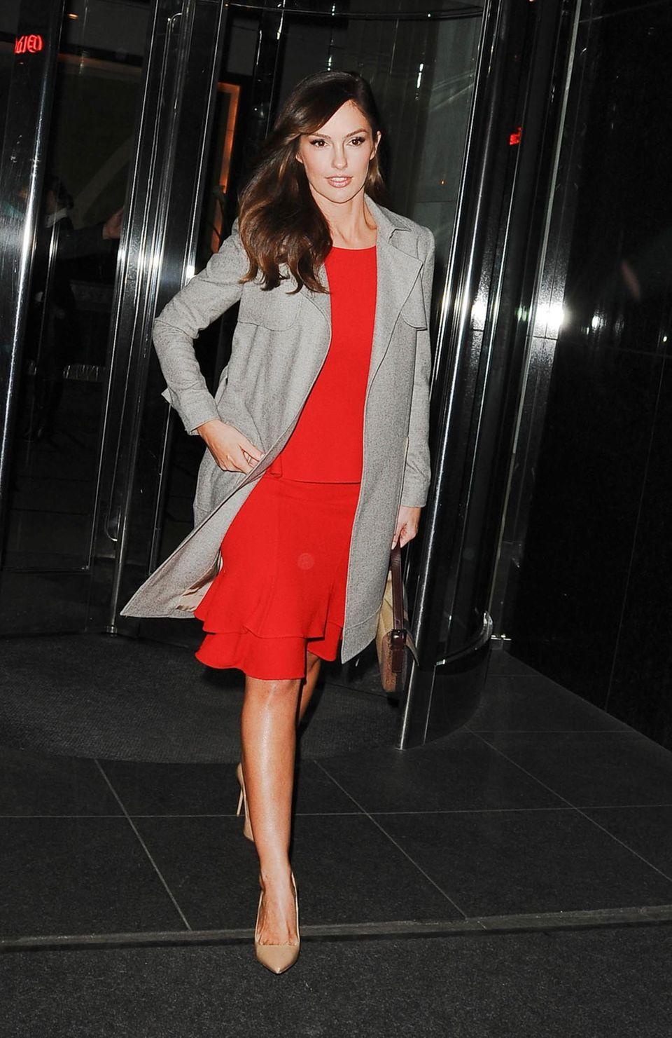 Roter Teppich oder Shoppingtour: Mit diesem Outfit ist Minka Kelly für jeden Anlass gewappnet.