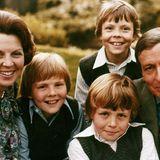 Prinzessin Beatrix und Prinz Claus mit ihren drei Söhnen Thronfolger Willem-Alexander, Friso und Constantijn.