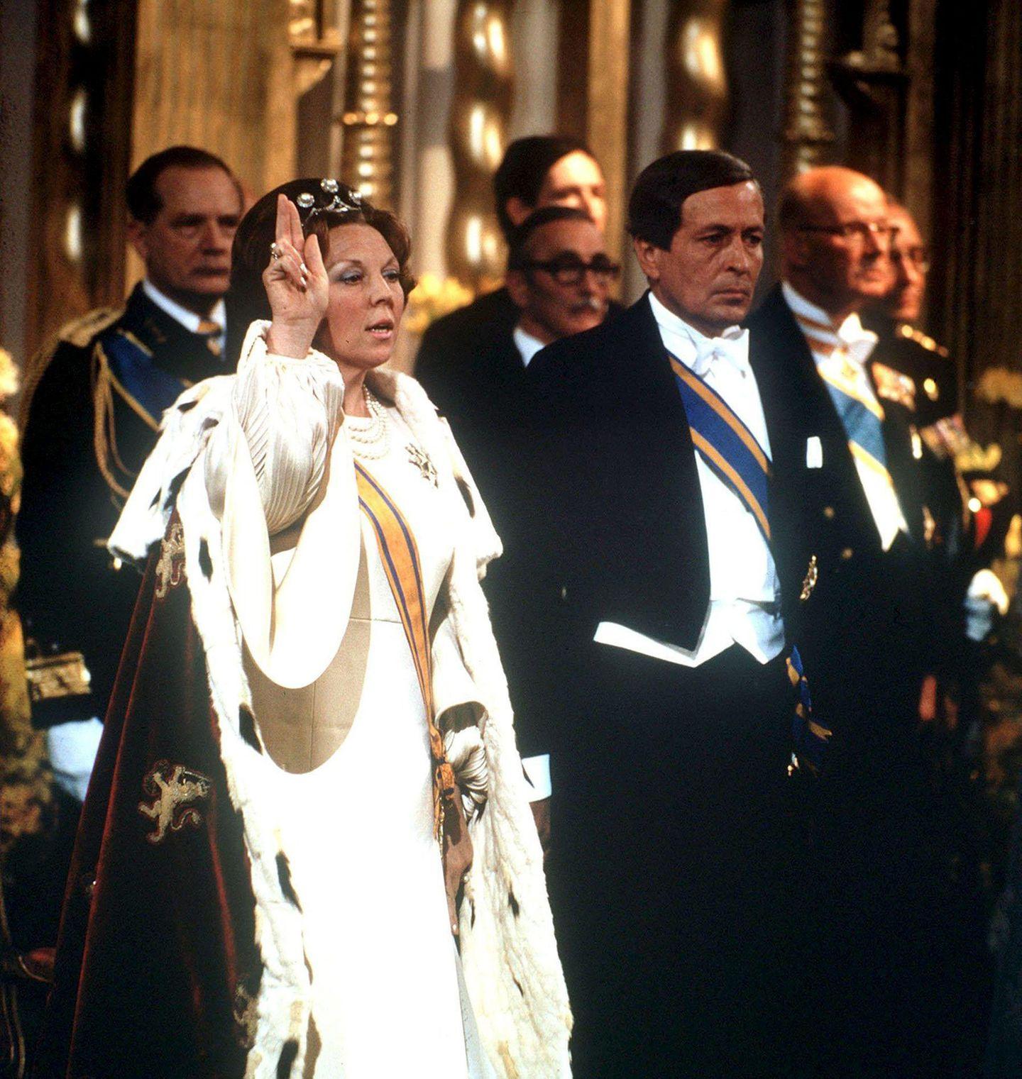 Am 30. April 1980 dankt Königin Juliana ab, ihre Tochter Beatrix wird Königin der Niederlande. An ihrer Seite: Prinz Claus, der neue Prinzgemahl.